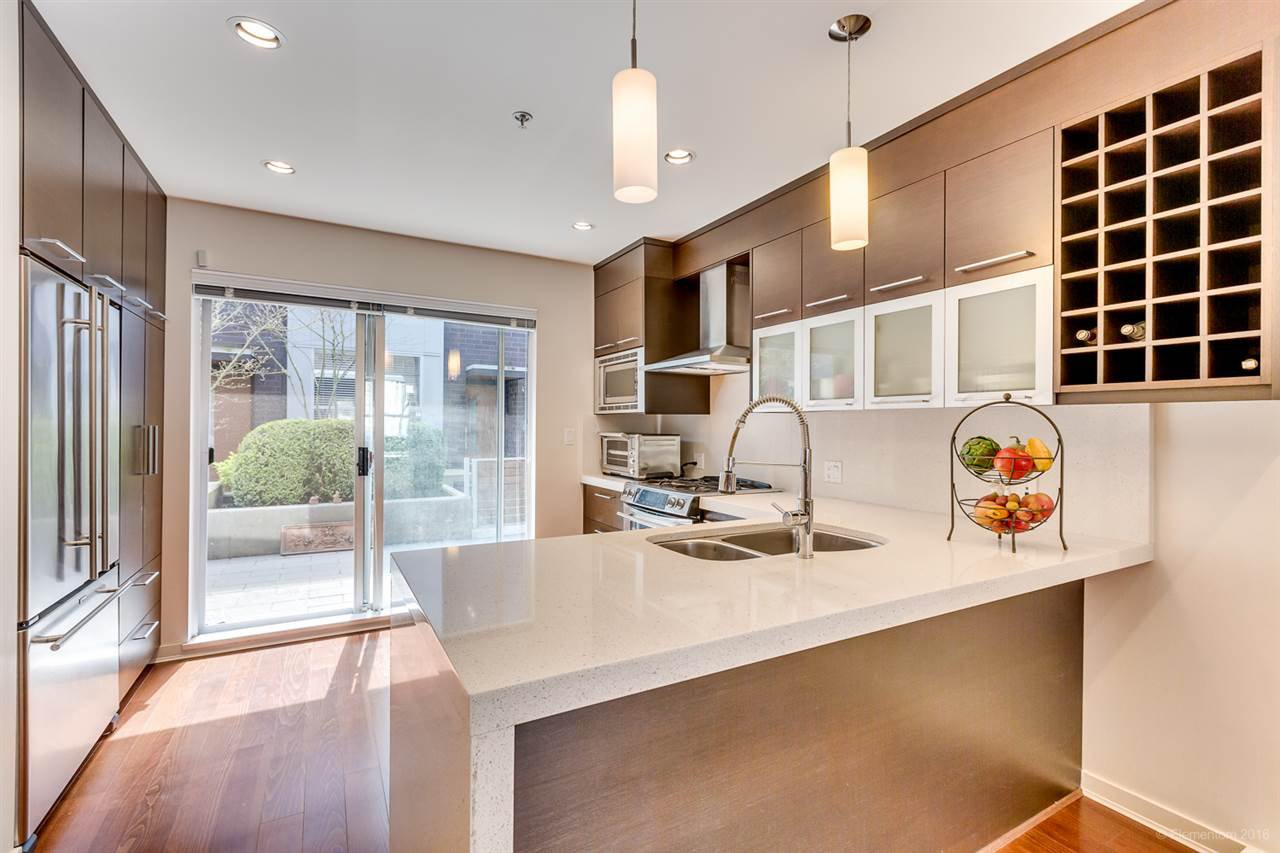 "Main Photo: 2174 W 8TH Avenue in Vancouver: Kitsilano Townhouse for sale in ""CANVAS"" (Vancouver West)  : MLS®# R2158288"