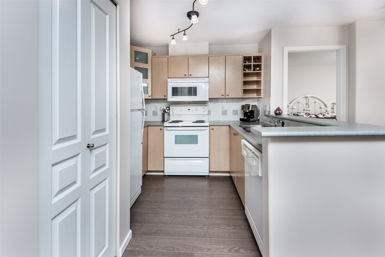 Photo 8: Photos: 321 3122 ST JOHNS STREET in Port Moody: Port Moody Centre Condo for sale : MLS®# R2164161