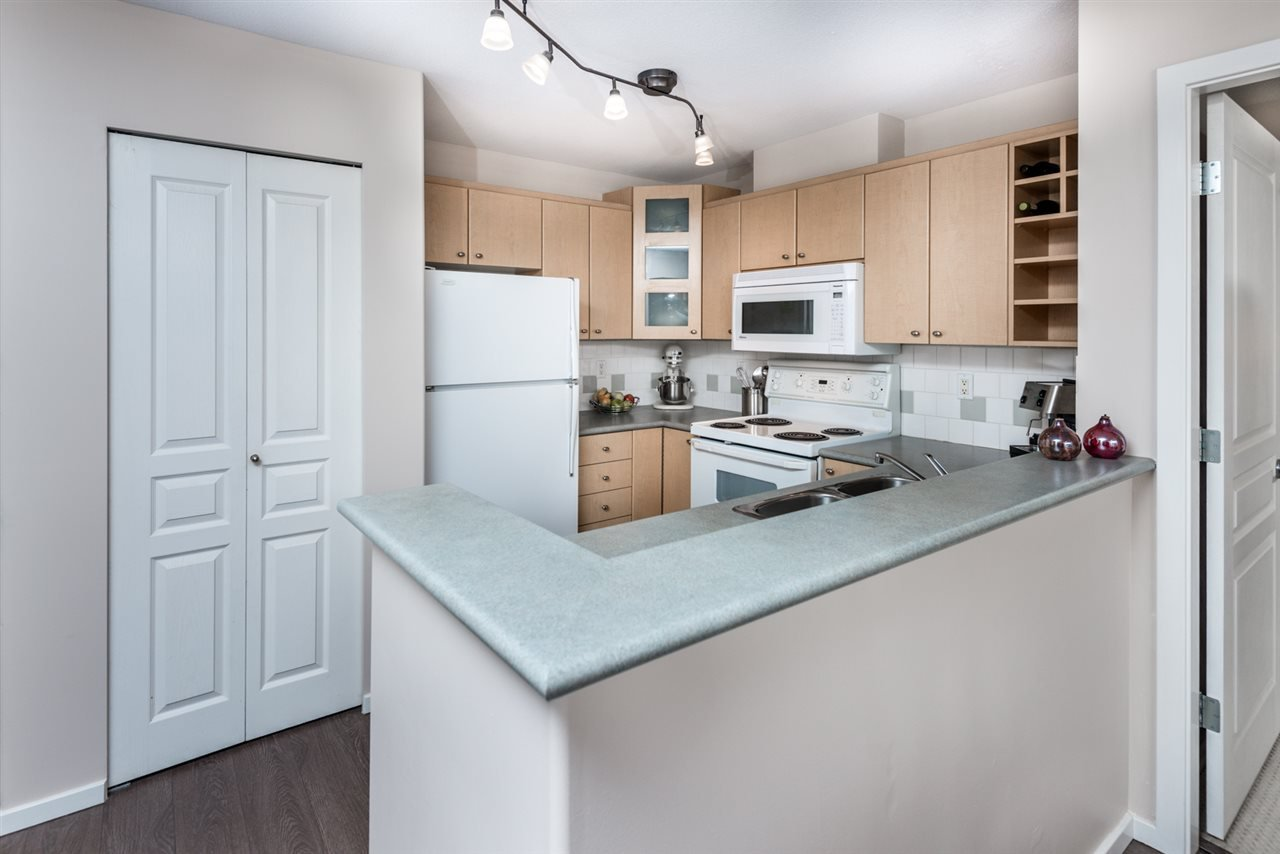 Photo 7: Photos: 321 3122 ST JOHNS STREET in Port Moody: Port Moody Centre Condo for sale : MLS®# R2164161