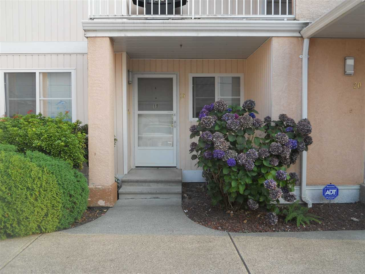"""Main Photo: 19 5915 VEDDER Road in Sardis: Vedder S Watson-Promontory Townhouse for sale in """"Melrose Place"""" : MLS®# R2195975"""