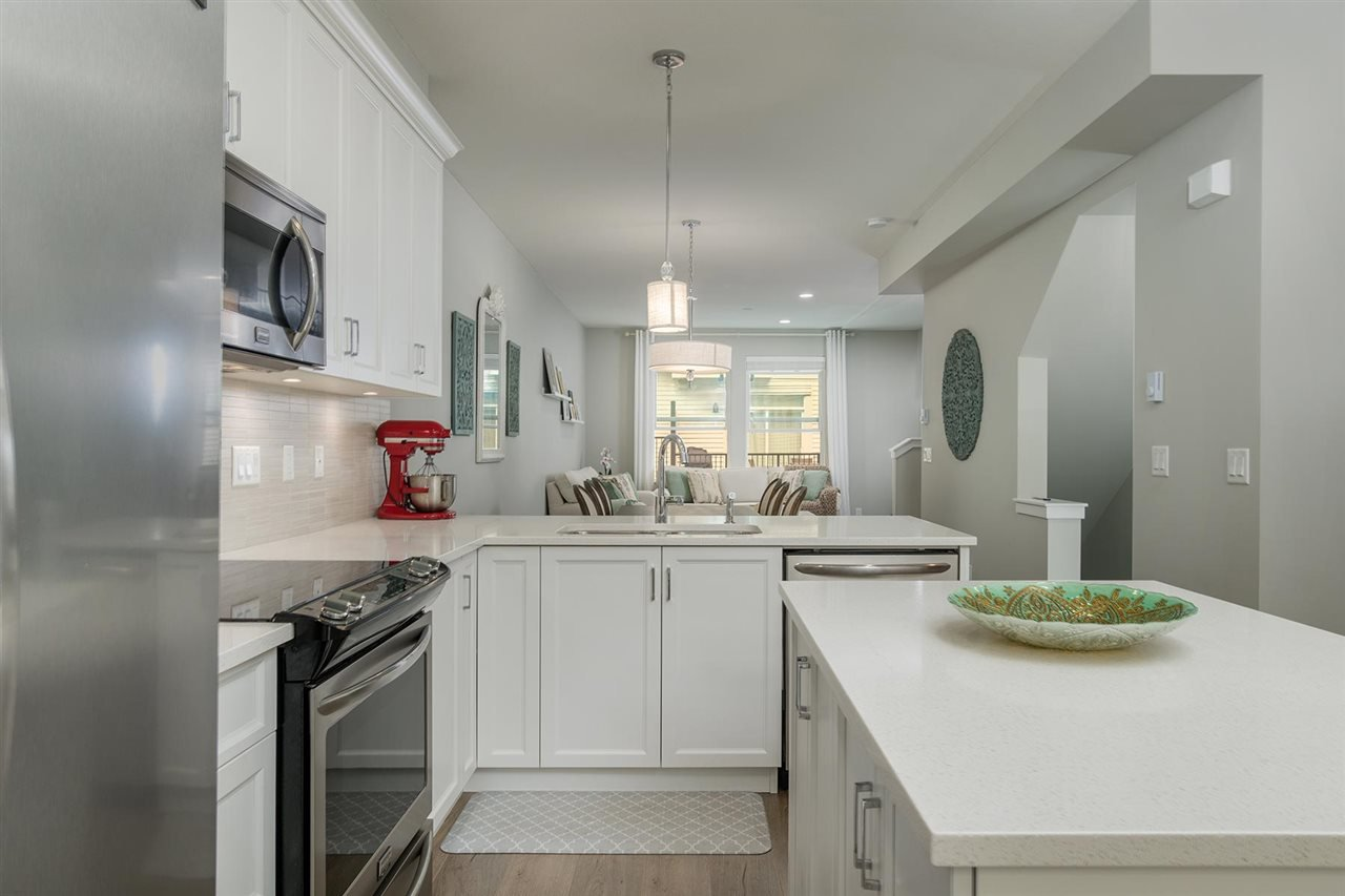 "Main Photo: 19 6089 144 Street in Surrey: Sullivan Station Townhouse for sale in ""Blackberry Walk 2"" : MLS®# R2208392"