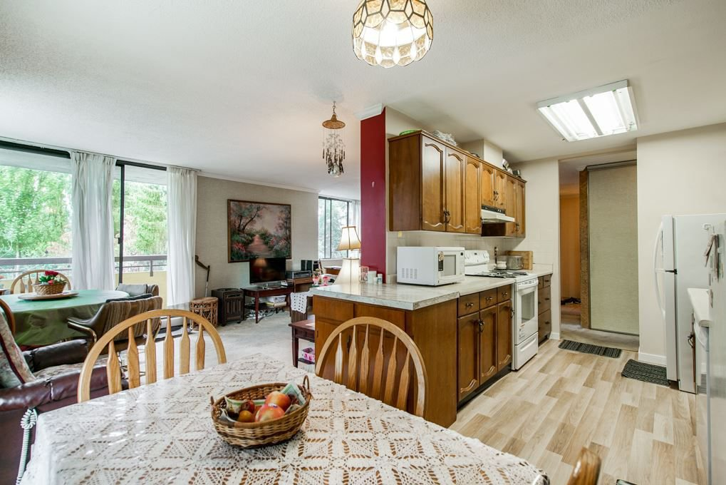 """Photo 8: Photos: 504 3737 BARTLETT Court in Burnaby: Sullivan Heights Condo for sale in """"TIMBERLEA """"THE MAPLES"""""""" (Burnaby North)  : MLS®# R2311296"""