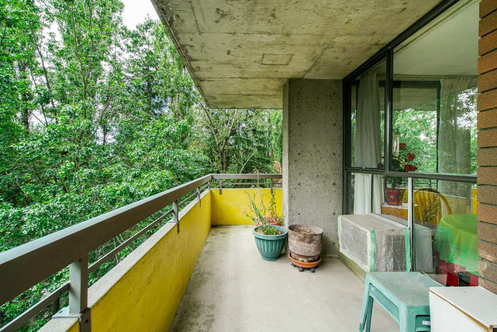 """Photo 16: Photos: 504 3737 BARTLETT Court in Burnaby: Sullivan Heights Condo for sale in """"TIMBERLEA """"THE MAPLES"""""""" (Burnaby North)  : MLS®# R2311296"""