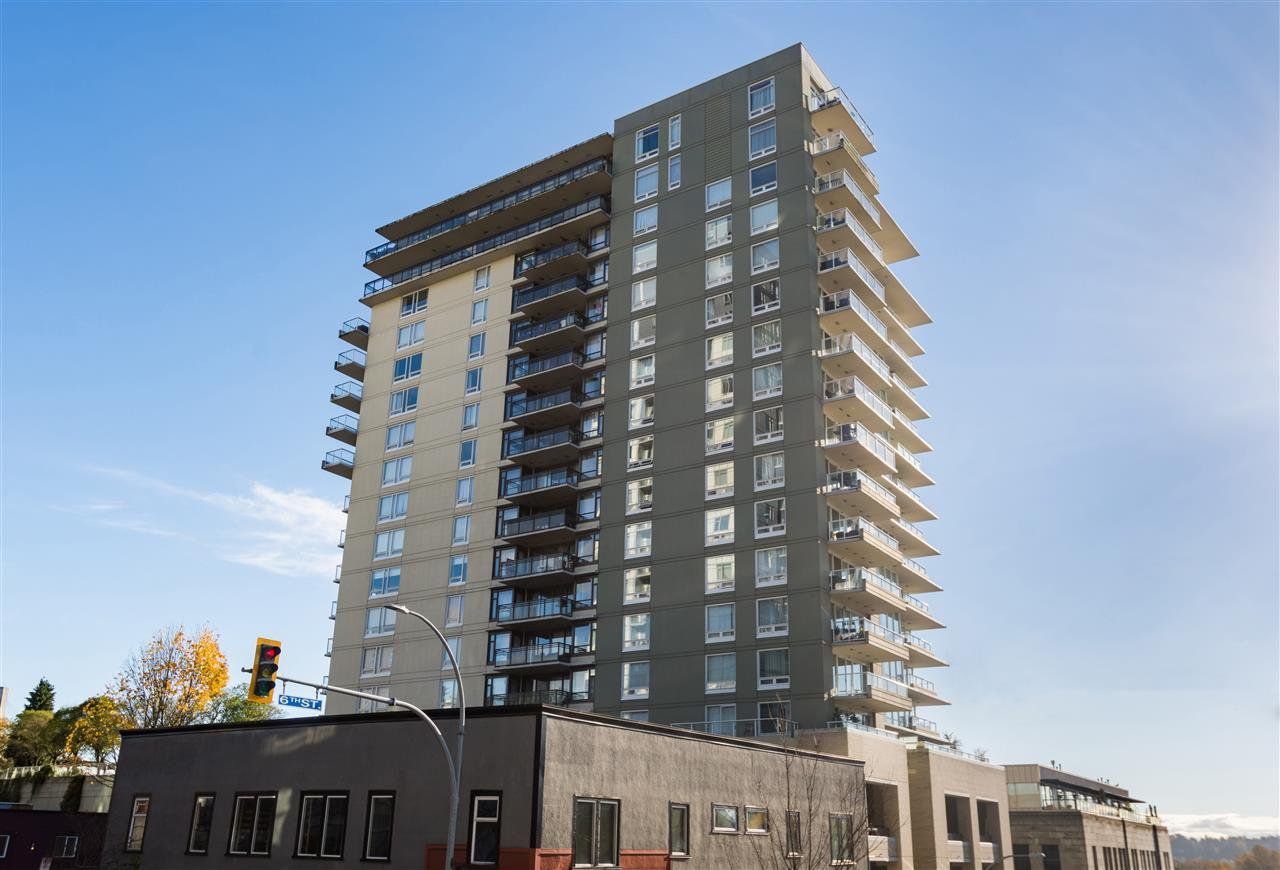 "Main Photo: 1107 39 SIXTH Street in New Westminster: Downtown NW Condo for sale in ""QUANTUM"" : MLS®# R2371765"