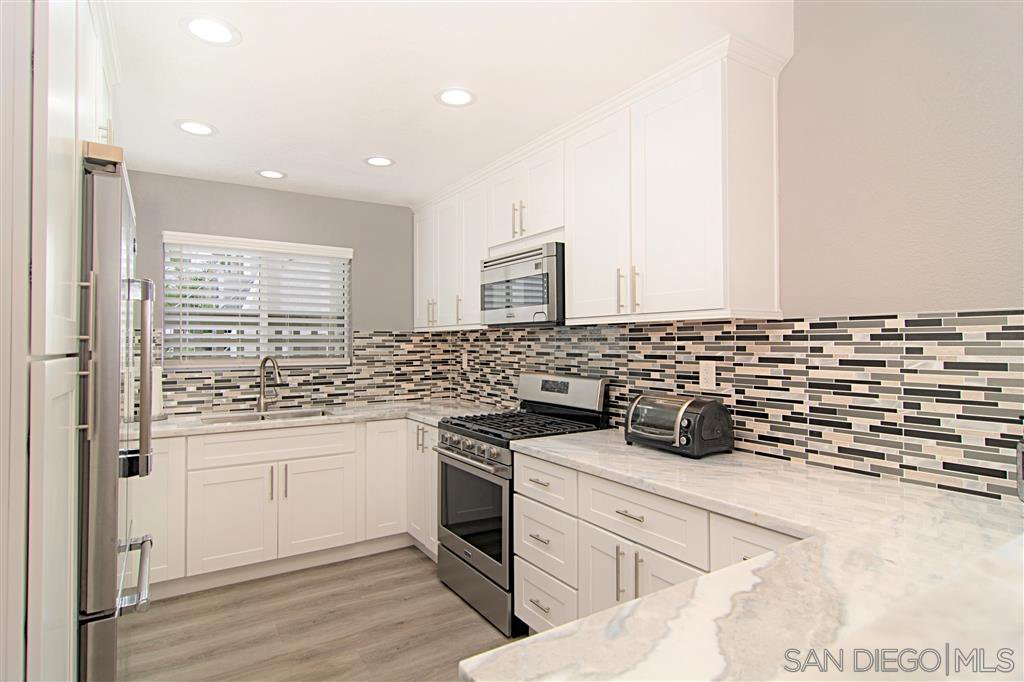 Main Photo: PACIFIC BEACH Townhome for sale : 3 bedrooms : 1162 Pacific Beach Dr in San Diego