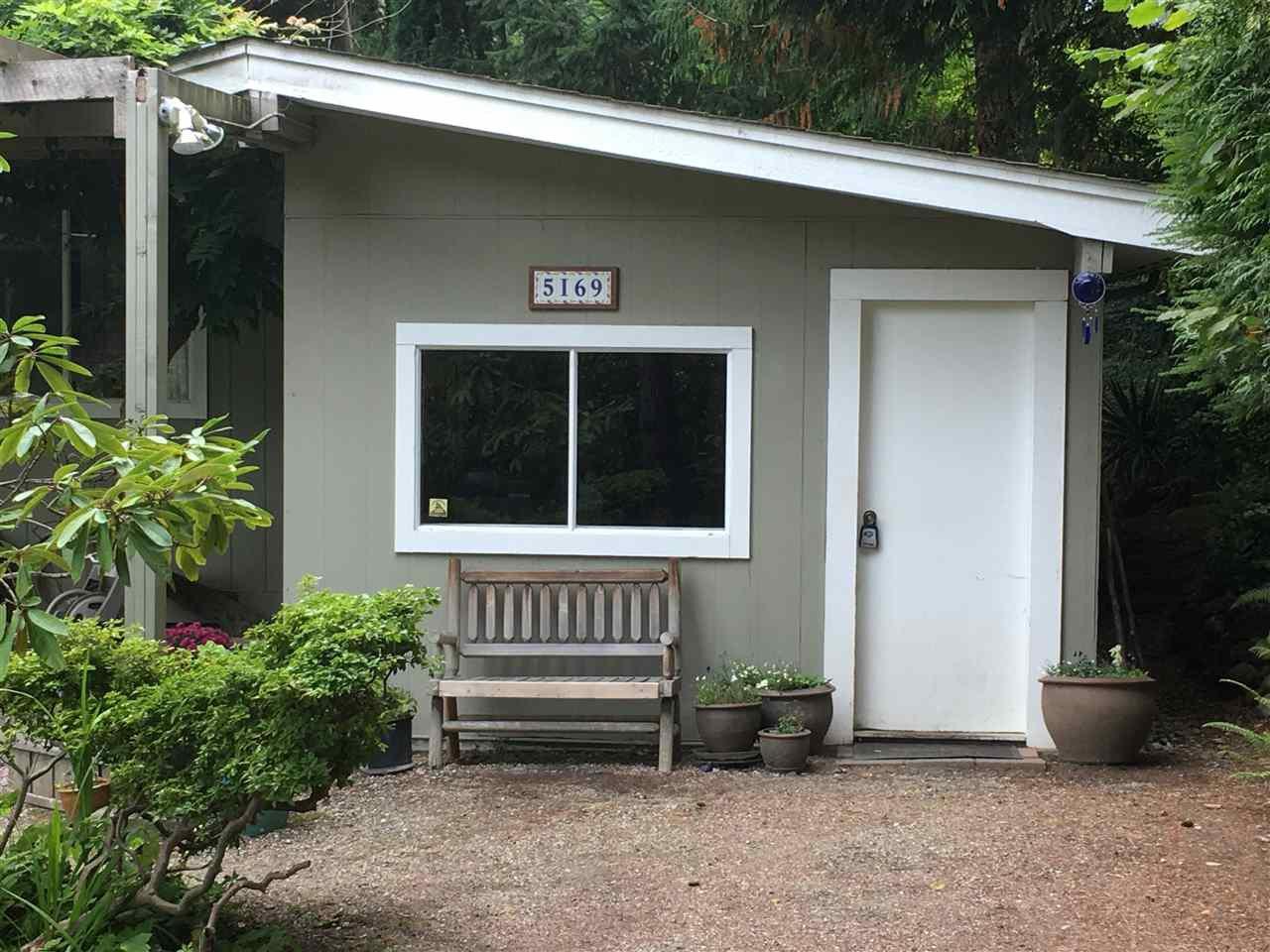 Main Photo: 5169 CHAPMAN Road in Sechelt: Sechelt District House for sale (Sunshine Coast)  : MLS®# R2409855