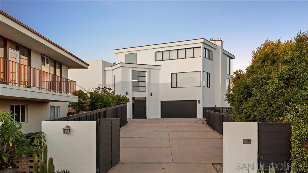 Main Photo: MISSION HILLS House for sale : 6 bedrooms : 4003 Bandini St in San Diego