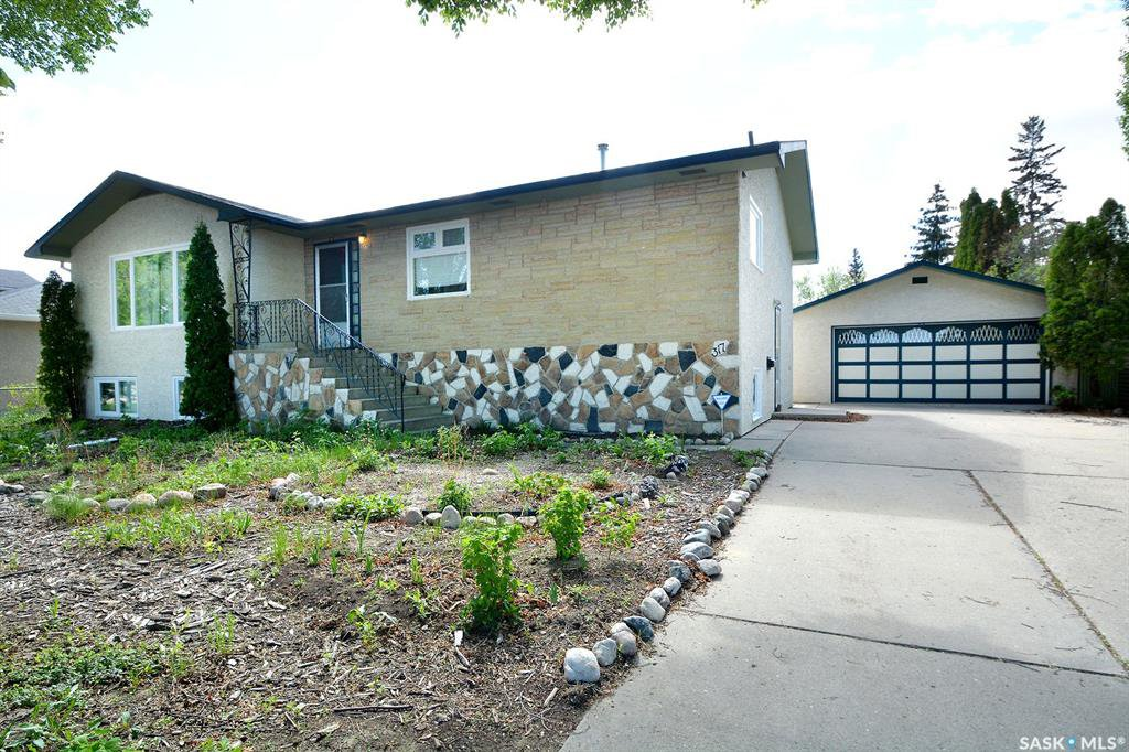 Main Photo: 317 X Avenue South in Saskatoon: Meadowgreen Residential for sale : MLS®# SK810850