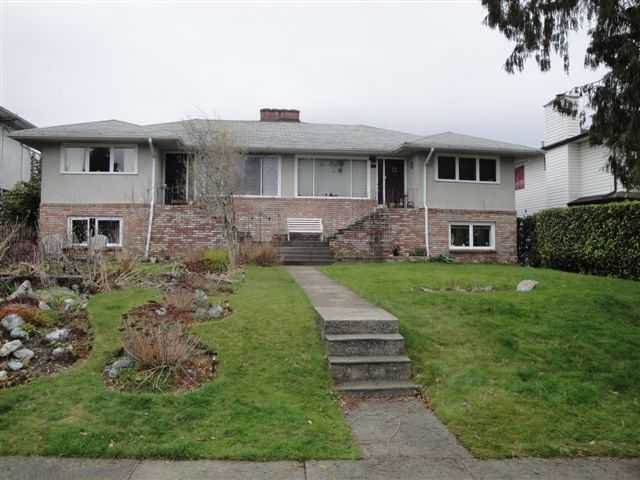 Main Photo: 236 E 18TH Street in North Vancouver: Central Lonsdale House Duplex for sale : MLS®# V939713