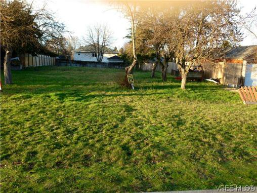 Main Photo: 606 Broadway Street in VICTORIA: SW Glanford Land for sale (Saanich West)  : MLS®# 319474