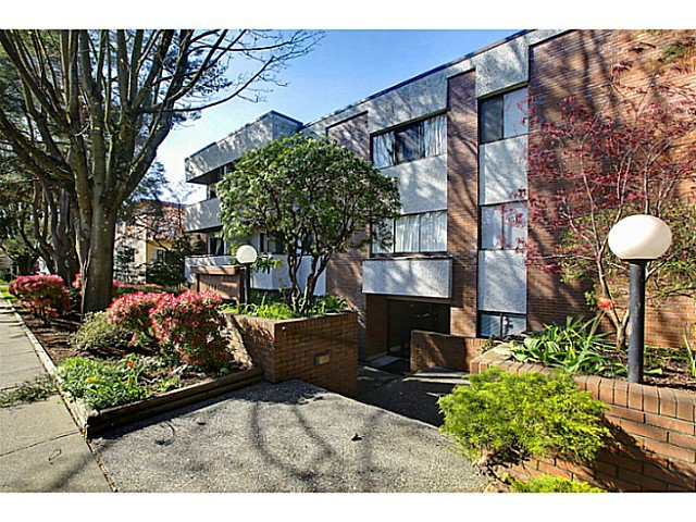 "Main Photo: 102 391 E 7TH Avenue in Vancouver: Mount Pleasant VE Condo for sale in ""OAKWOOD PARK"" (Vancouver East)  : MLS®# V1009572"