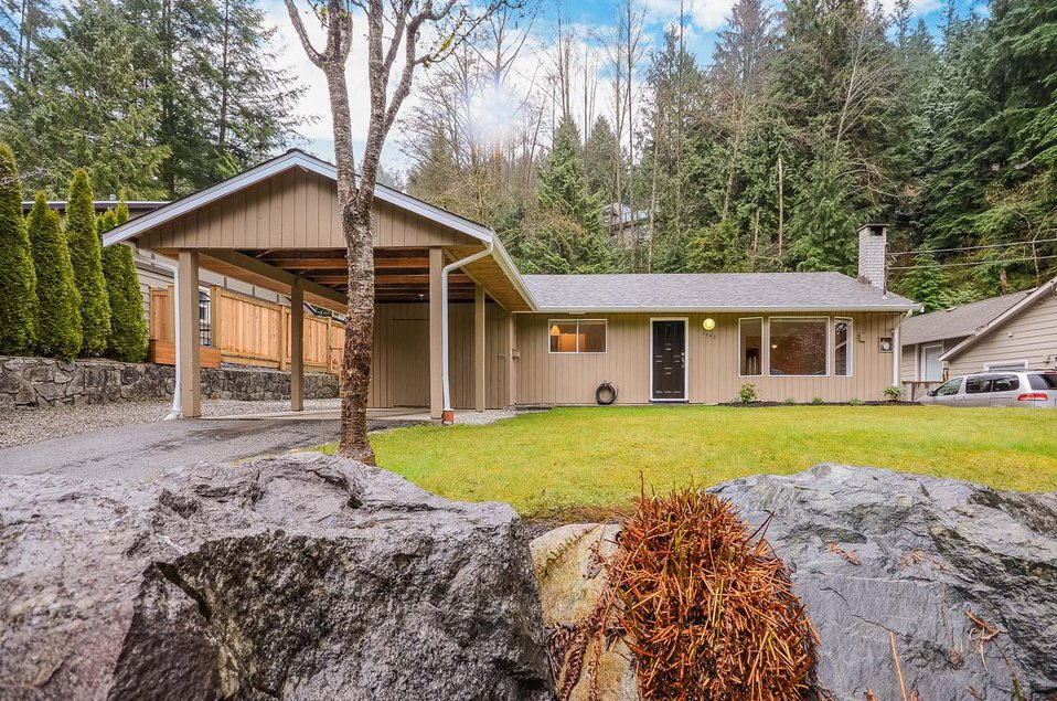 Main Photo: 2062 Riverside Drive in North Vancouver: House for sale : MLS®# V1054754