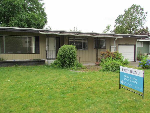 Main Photo: 2805 Countess Crescent in Abbotsford: Clearbrook House for rent