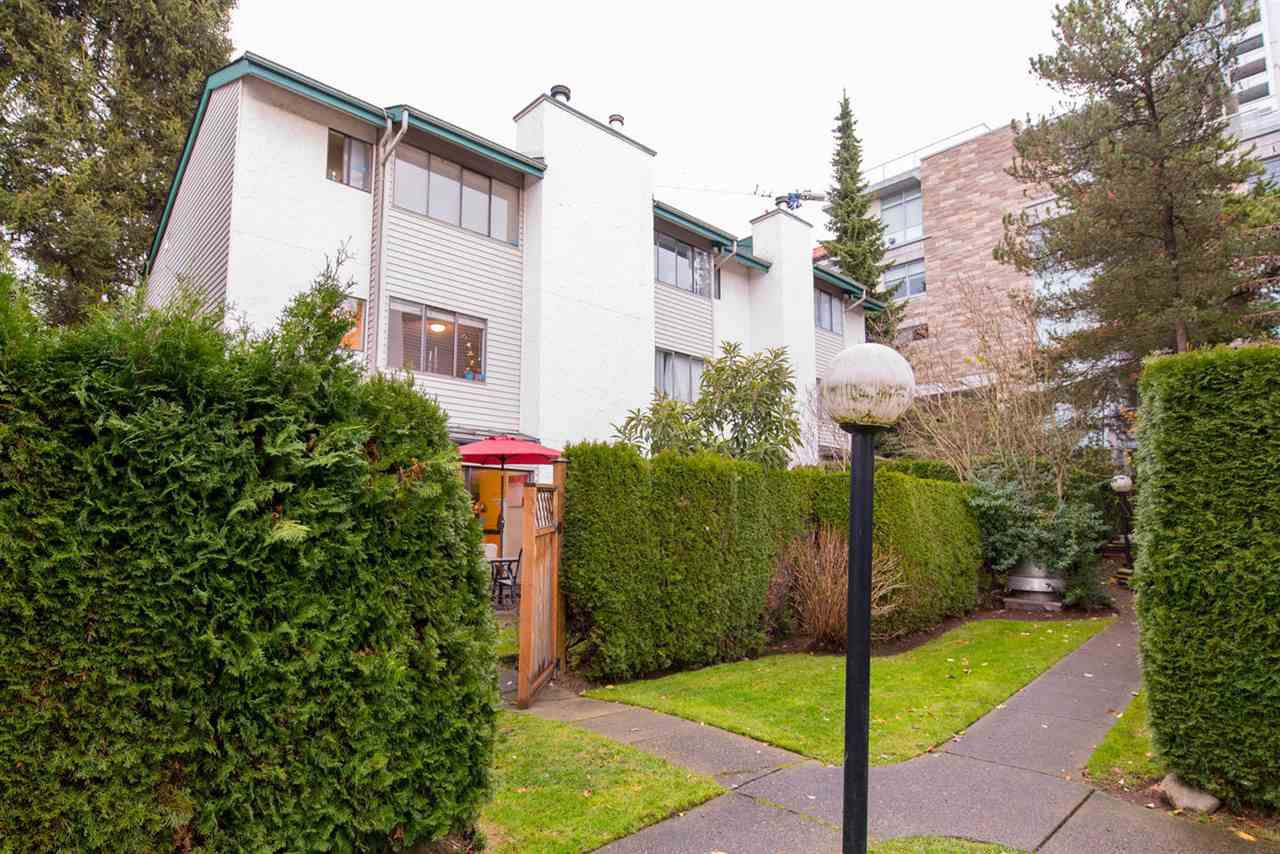 Main Photo: 12 230 W 13TH STREET in North Vancouver: Central Lonsdale Townhouse for sale : MLS®# R2323337