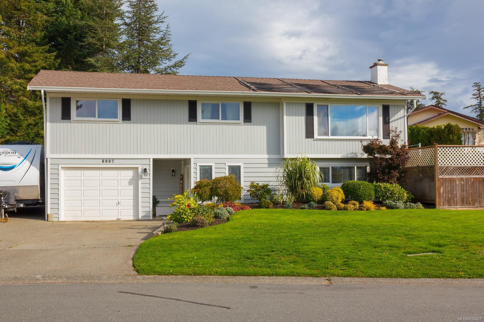 Main Photo: 6987 Rafiki Way in : CS Brentwood Bay House for sale (Central Saanich)  : MLS®# 858467