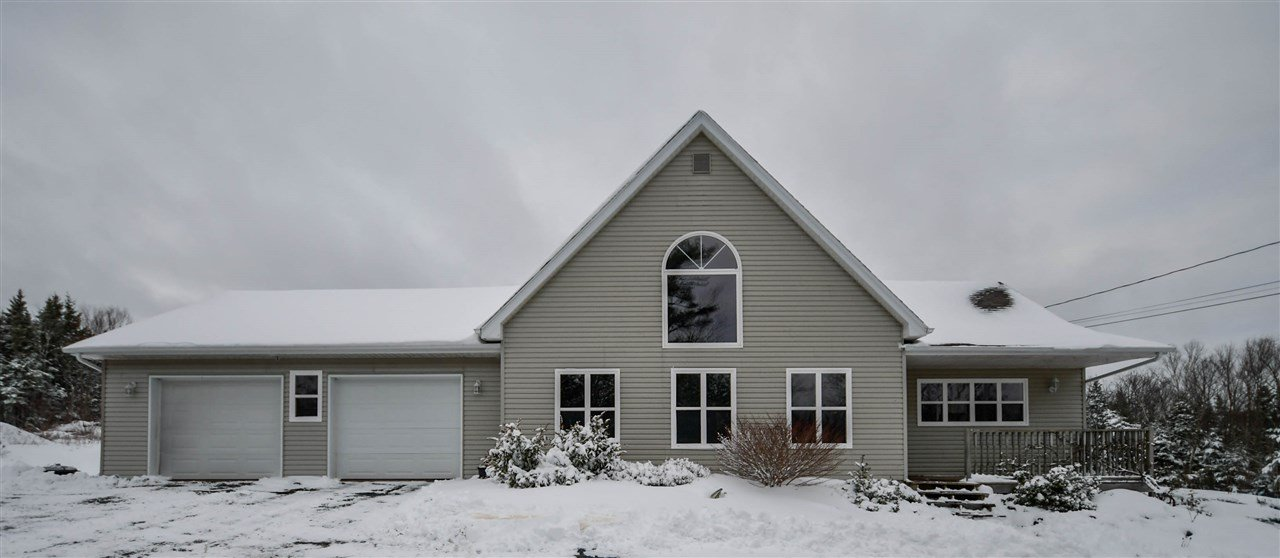 Main Photo: 402 East Uniacke Road in East Uniacke: 105-East Hants/Colchester West Residential for sale (Halifax-Dartmouth)  : MLS®# 202025777