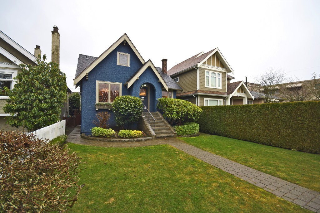 Main Photo: 2076 W 47th Avenue in Vancouver: Kerrisdale House for sale (Vancouver West)  : MLS®# V1048324