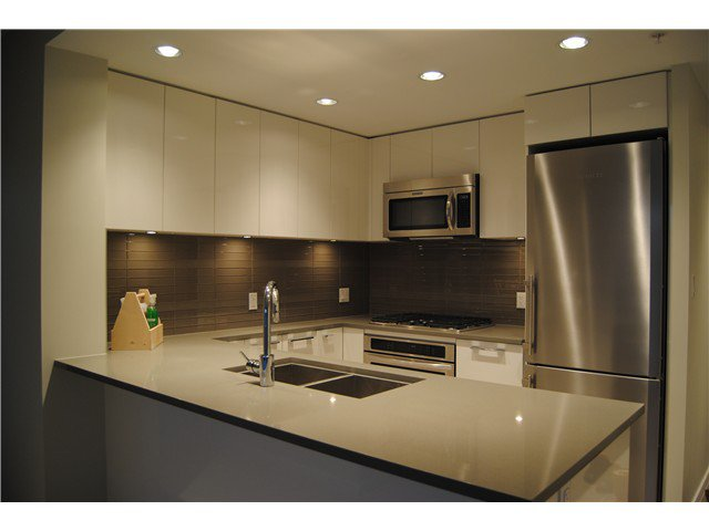 Main Photo: 701 3102 Windsor Gate in Coquitlam: New Horizons Condo for sale : MLS®# V1038682