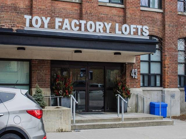 Main Photo: 43 Hanna Ave Unit #620 in Toronto: Niagara Condo for sale (Toronto C01)  : MLS®# C3478267