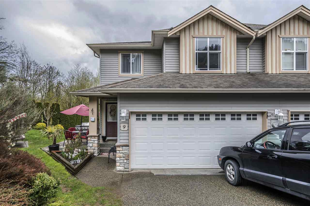 Main Photo: 9 46906 RUSSELL ROAD in Sardis: Promontory Townhouse for sale : MLS®# R2157904