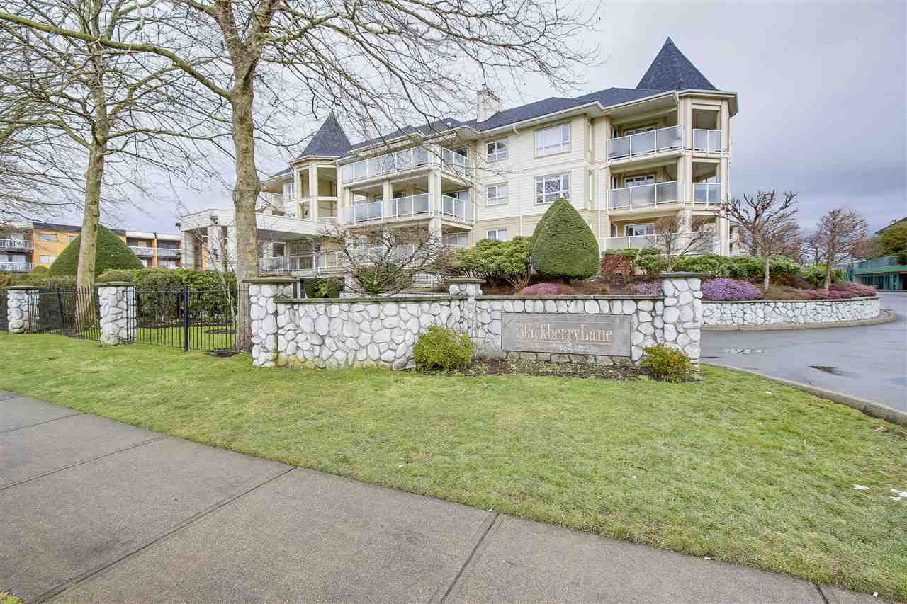 Main Photo: 204 20125 55A AVENUE in : Langley City Condo for sale : MLS®# R2243576