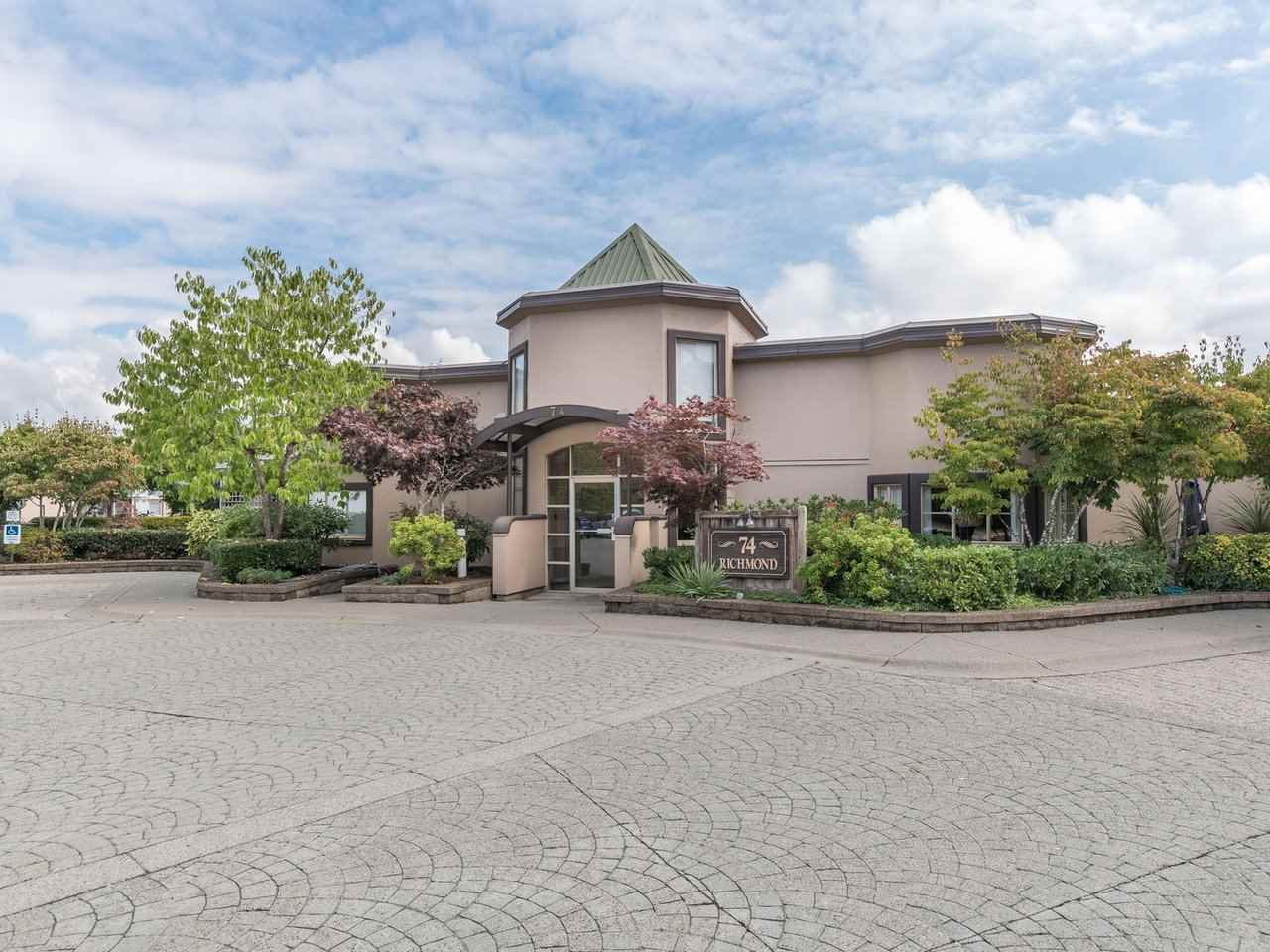 """Main Photo: 406 74 RICHMOND Street in New Westminster: Fraserview NW Condo for sale in """"Governors Court"""" : MLS®# R2407457"""