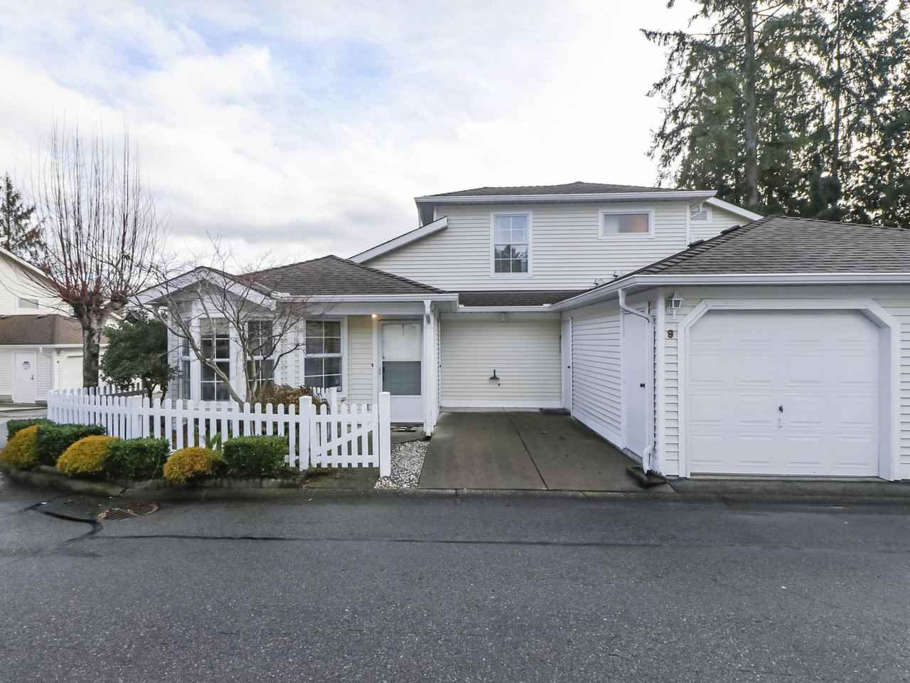 """Main Photo: 9 6537 138 Street in Surrey: East Newton Townhouse for sale in """"CHARLESTON GREEN"""" : MLS®# R2432137"""