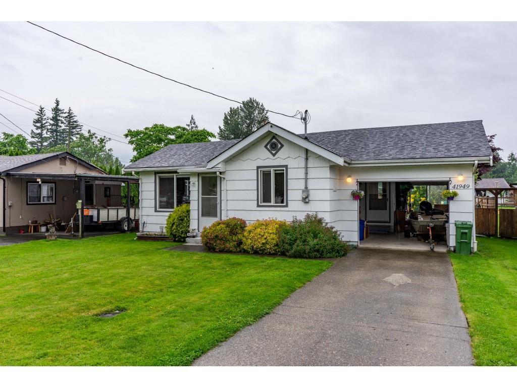 Main Photo: 41949 KIRK Avenue: Yarrow House for sale : MLS®# R2460160