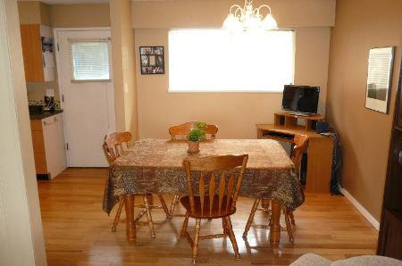 Photo 5: Photos: Home On 1/2 Acre In Murrayville