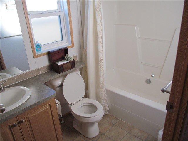 """Photo 8: Photos: 59 9203 82ND Street in Fort St. John: Fort St. John - City NE Manufactured Home for sale in """"COURTYARD MHP"""" (Fort St. John (Zone 60))  : MLS®# N224021"""