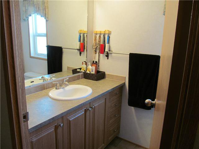 """Photo 5: Photos: 59 9203 82ND Street in Fort St. John: Fort St. John - City NE Manufactured Home for sale in """"COURTYARD MHP"""" (Fort St. John (Zone 60))  : MLS®# N224021"""