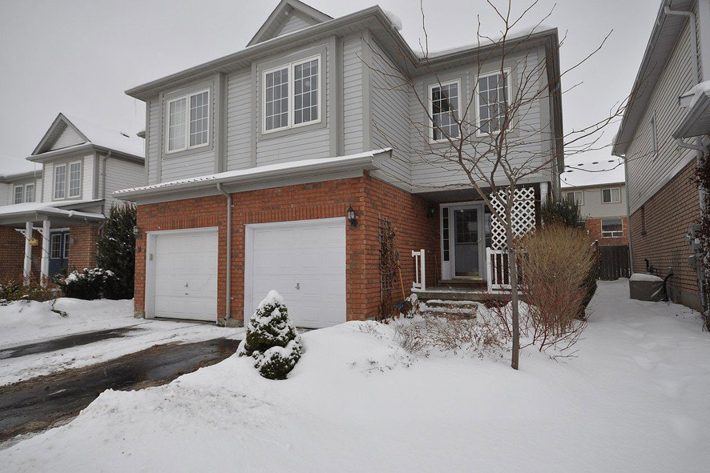 Main Photo: : Freehold for sale : MLS®# N2023334