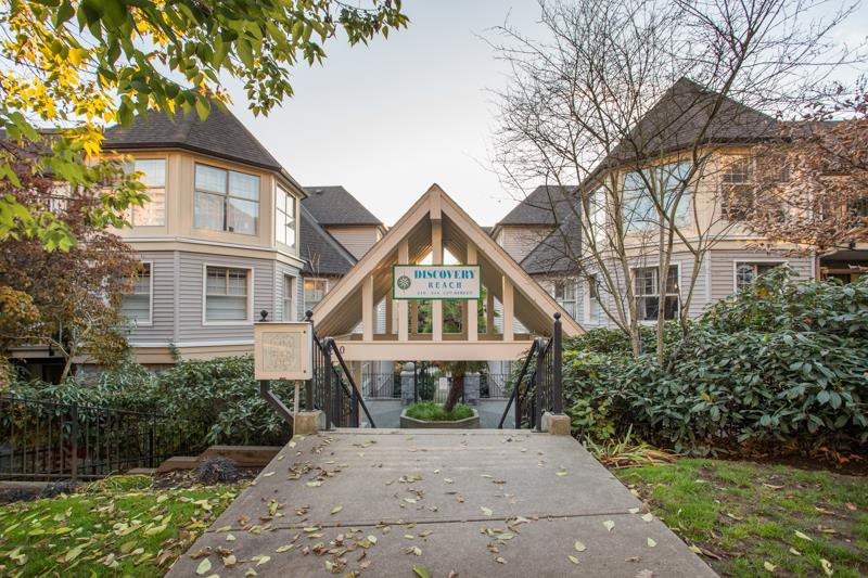"Main Photo: 509 210 ELEVENTH Street in New Westminster: Uptown NW Condo for sale in ""DISCOVERY REACH"" : MLS®# R2418409"
