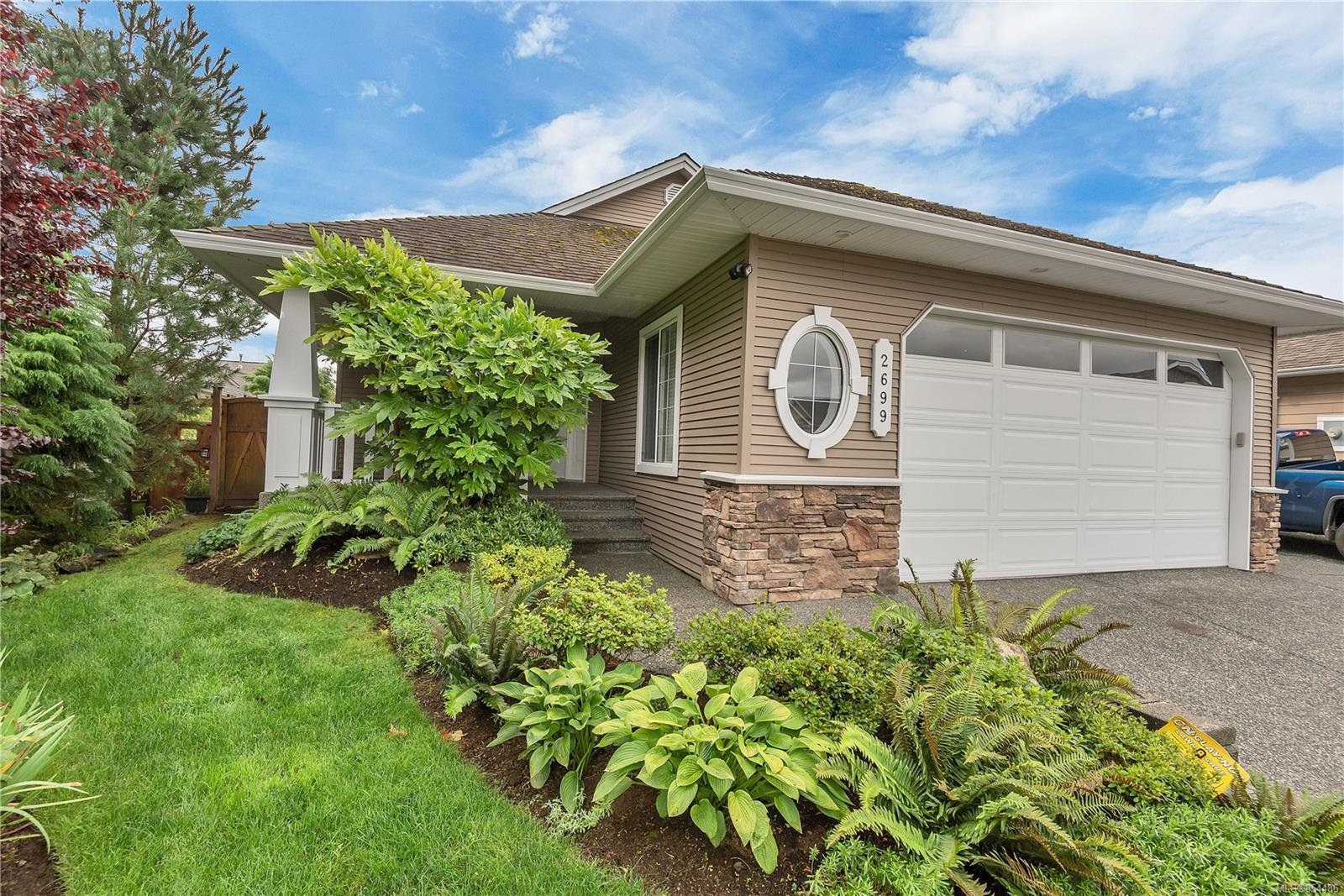 Main Photo: 2699 Vancouver Pl in : CR Willow Point House for sale (Campbell River)  : MLS®# 854486