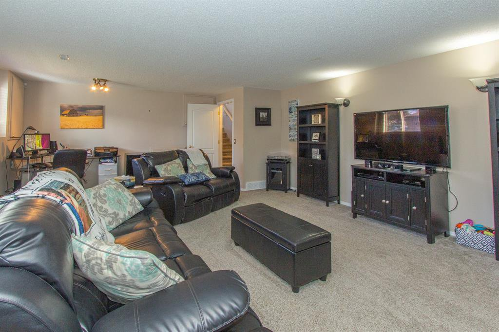 Photo 21: Photos: 113 Stonegate Place NW: Airdrie Detached for sale : MLS®# A1038026