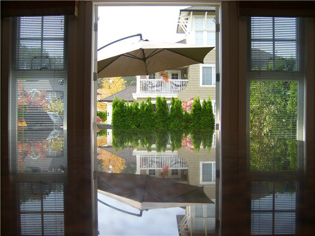 """Photo 10: Photos: 6 19452 FRASER Way in Pitt Meadows: South Meadows Townhouse for sale in """"SHORELINE"""" : MLS®# V972885"""