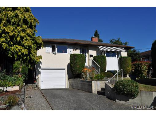 Main Photo: 3921 S Raymond St in VICTORIA: SW Tillicum Single Family Detached for sale (Saanich West)  : MLS®# 646748