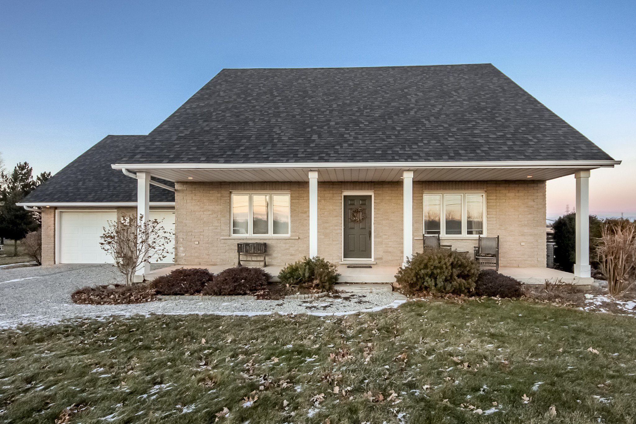 Main Photo: 8020 Twenty Road in Hamilton: House for sale : MLS®# H4045102