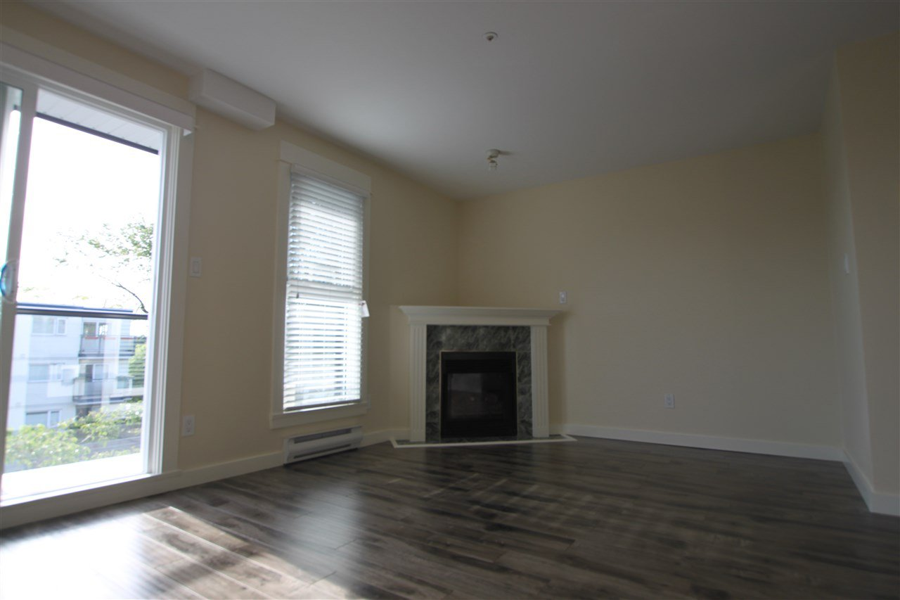 Photo 5: Photos: 302 2212 OXFORD STREET in Vancouver: Hastings Condo for sale (Vancouver East)  : MLS®# R2370060