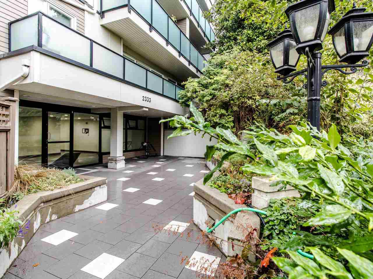 Main Photo: 213 2333 TRIUMPH Street in Vancouver: Hastings Condo for sale (Vancouver East)  : MLS®# R2413119