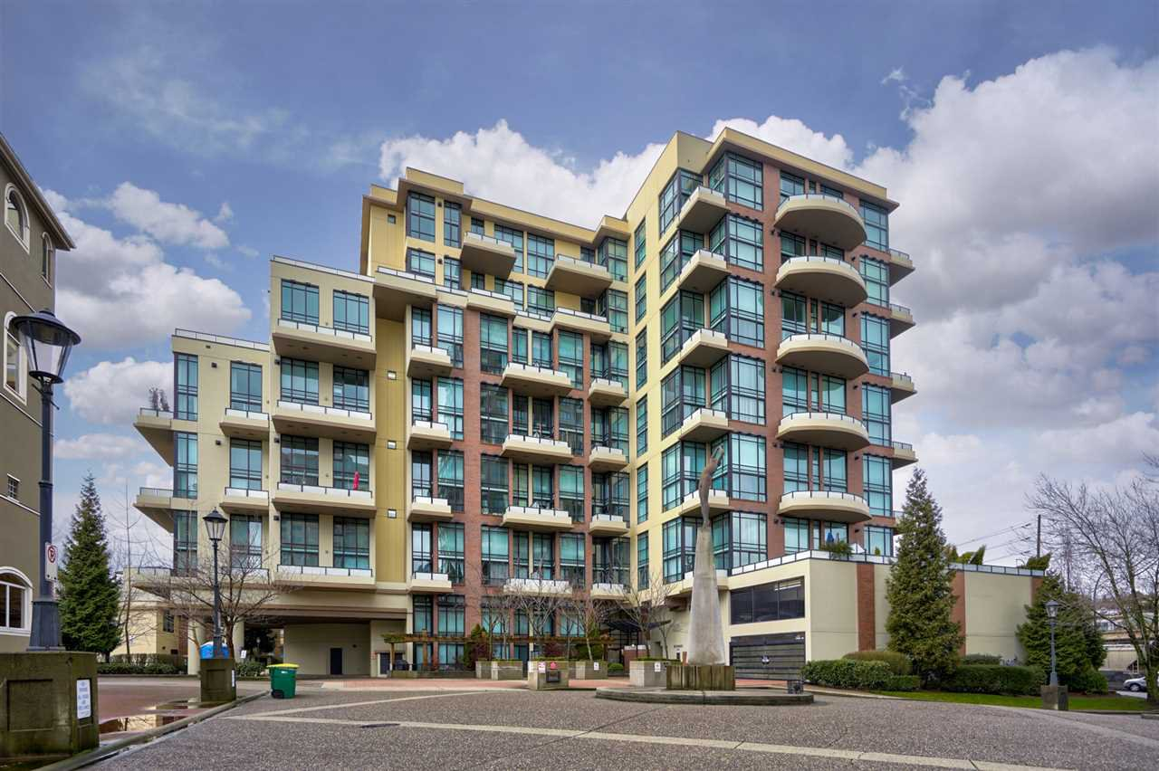 Main Photo: 111 10 RENAISSANCE SQUARE in New Westminster: Quay Condo for sale : MLS®# R2431581
