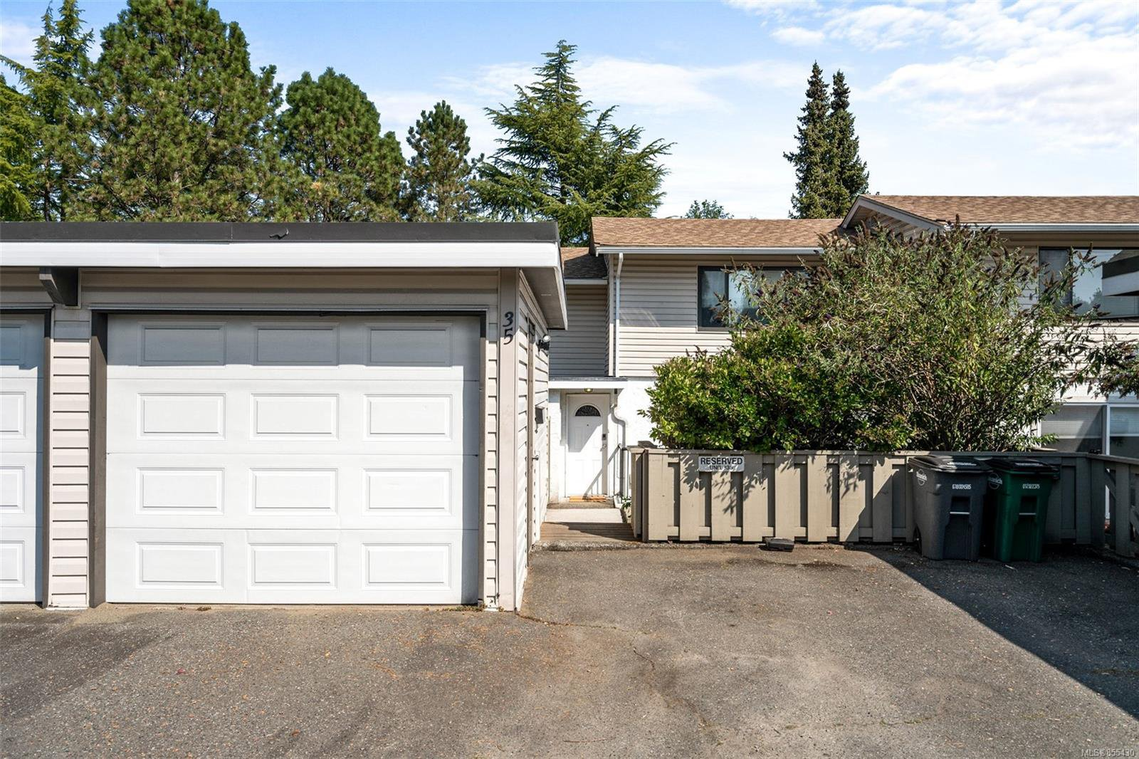 Main Photo: 35 610 McKenzie Ave in : SW Marigold Row/Townhouse for sale (Saanich West)  : MLS®# 855430