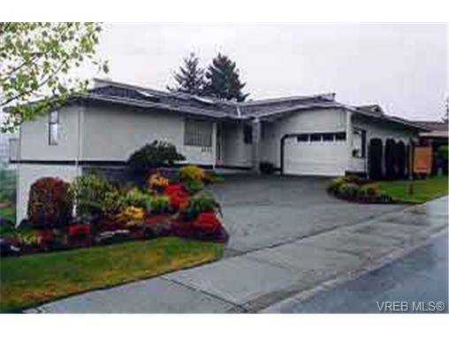 Main Photo: 4322 Emily Carr Dr in VICTORIA: SE Broadmead House for sale (Saanich East)  : MLS®# 213077