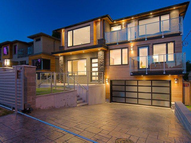 Main Photo: 4488 CARLETON AV in Burnaby: Burnaby Hospital House for sale (Burnaby South)  : MLS®# V1075556