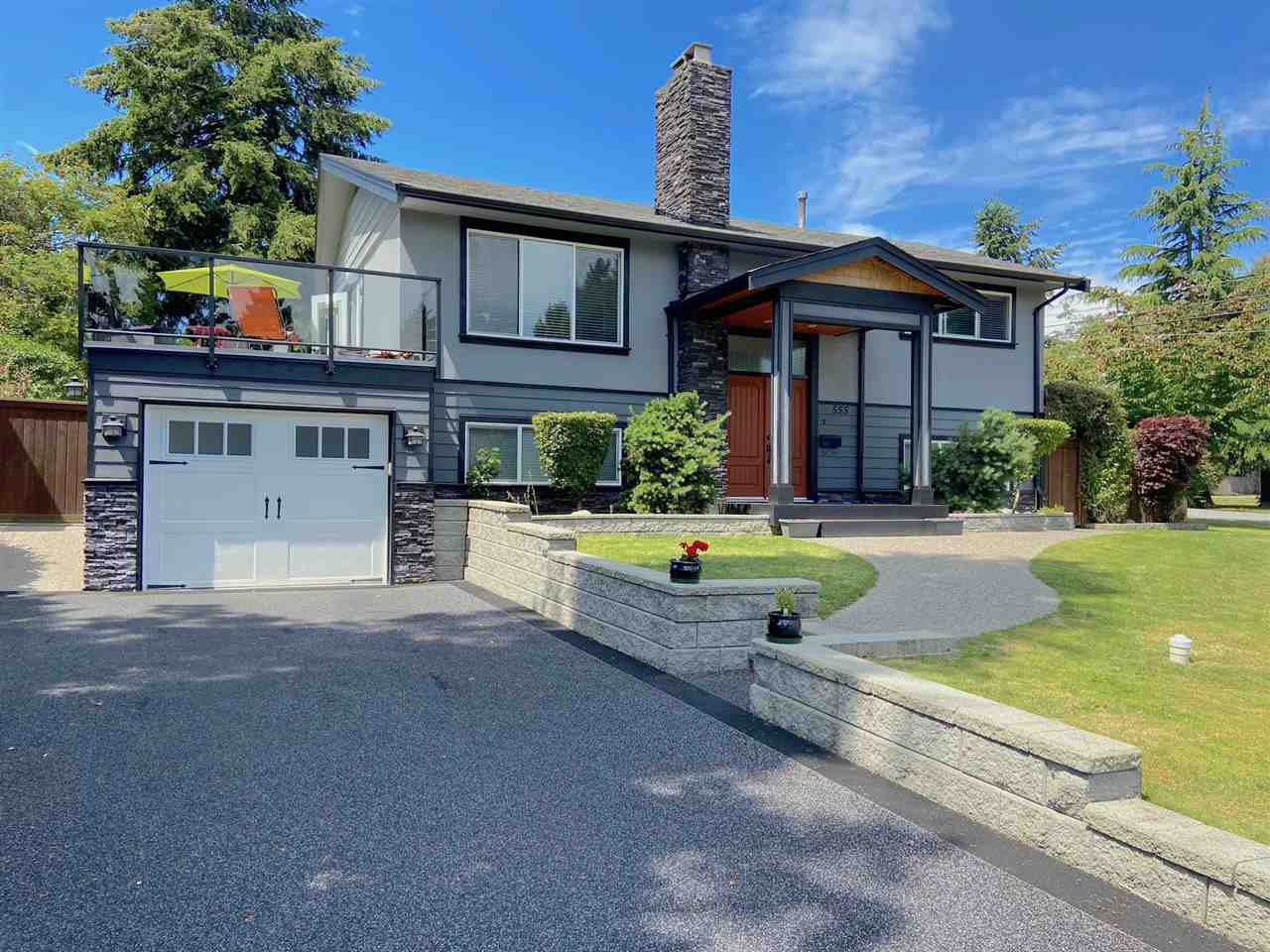 "Main Photo: 555 55A Street in Delta: Pebble Hill House for sale in ""PEBBLE HILL"" (Tsawwassen)  : MLS®# R2481635"