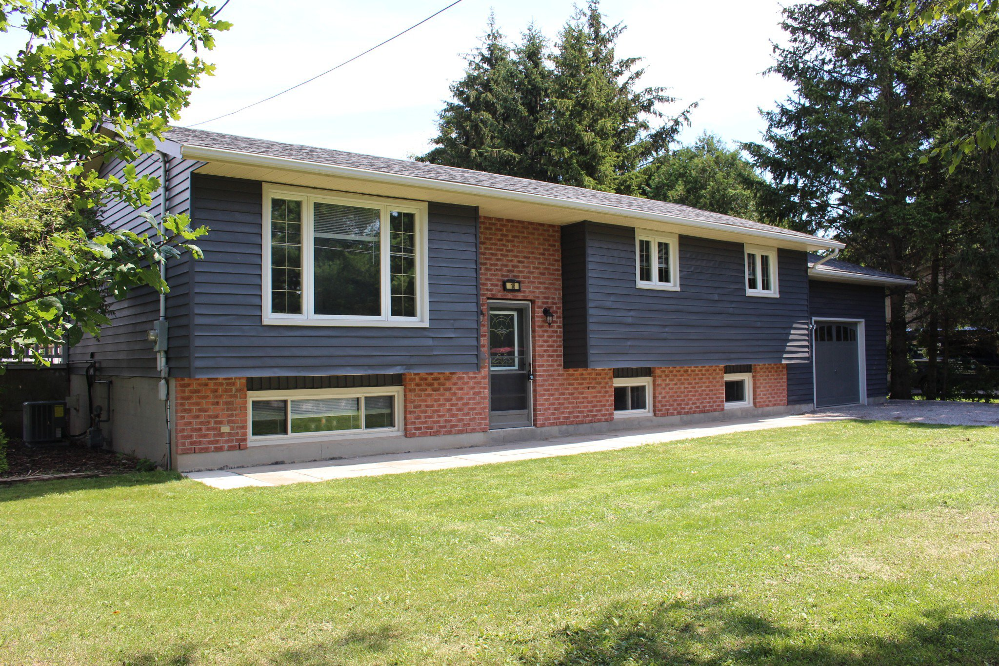 Main Photo: 18 Maplewood Boulevard in Cobourg: Residential Detached for sale : MLS®# 40009417