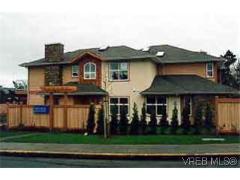 Main Photo: 3 1611 Blair Ave in VICTORIA: SE Lambrick Park Row/Townhouse for sale (Saanich East)  : MLS®# 199336