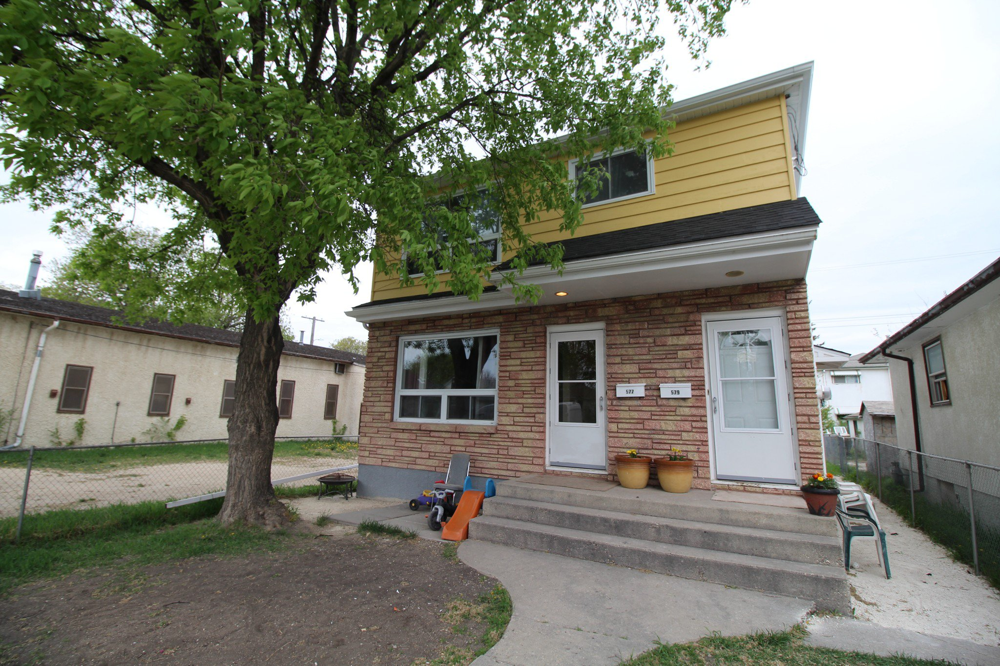 Main Photo: Renovated Up/Down Duplex in great area in Winnipeg