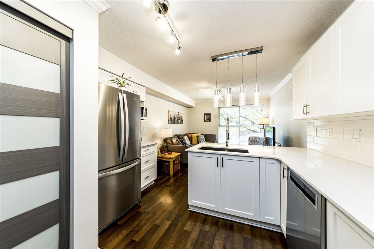 Main Photo: C8 332 LONSDALE Avenue in North Vancouver: Lower Lonsdale Townhouse for sale : MLS®# R2422829