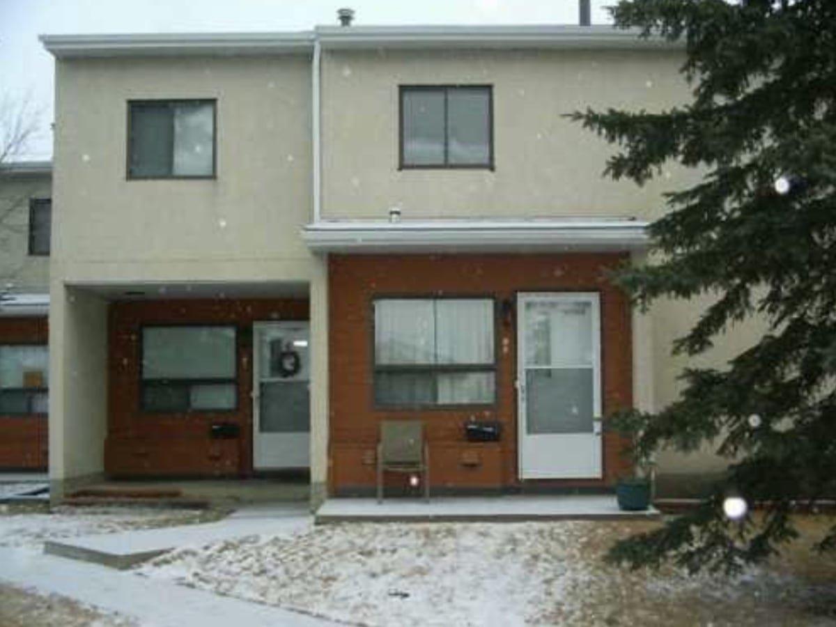 Main Photo: 17705 95 Street NE in Edmonton: Condo for rent